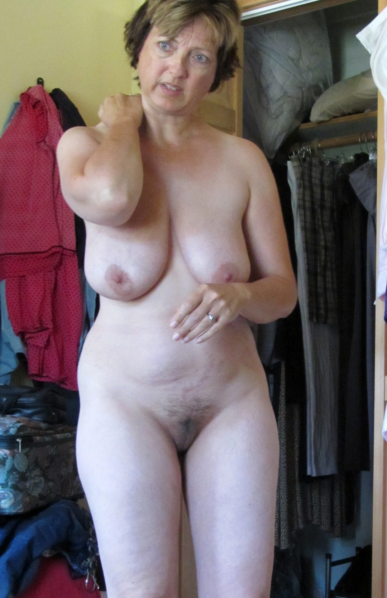 shaved hot nude woman